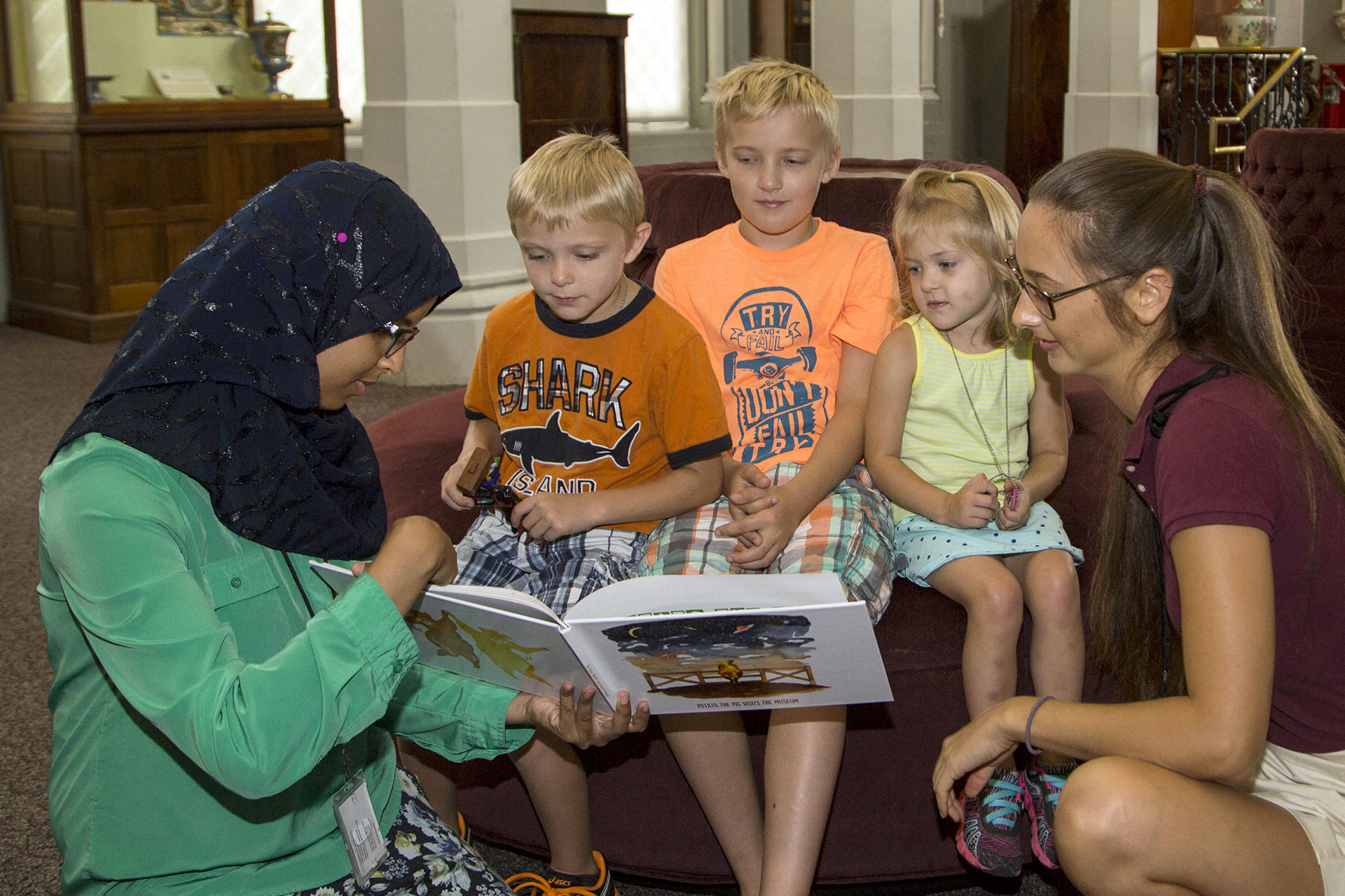 Sarah Hamad and Yenny Martin read to kids